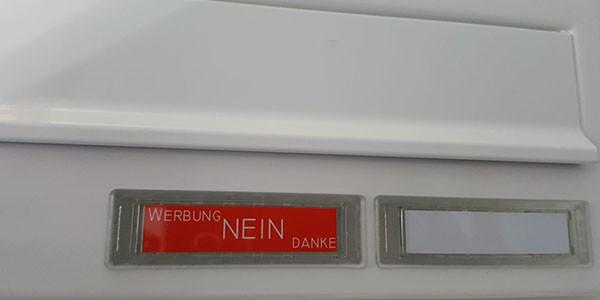 Zusätzliches Namensschild mit Einlage Werbung Ja/Nein